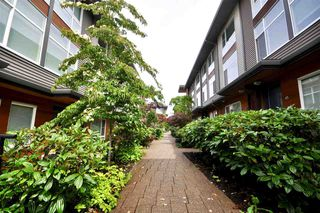 """Photo 4: 6 16223 23A Avenue in Surrey: Grandview Surrey Townhouse for sale in """"THE BREEZE"""" (South Surrey White Rock)  : MLS®# R2465177"""