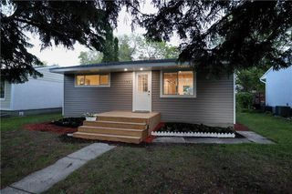 Photo 1: 1044 Howard Avenue in Winnipeg: West Fort Garry Residential for sale (1Jw)  : MLS®# 202014396