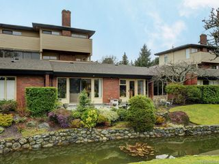 Photo 22: 155 2345 Cedar Hill Cross Rd in : OB Henderson Row/Townhouse for sale (Oak Bay)  : MLS®# 850900