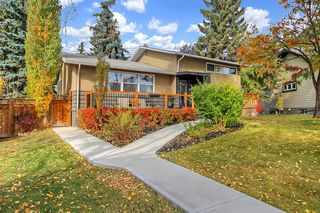 Main Photo: 30 Glenway Drive SW in Calgary: Glamorgan Detached for sale : MLS®# A1041098