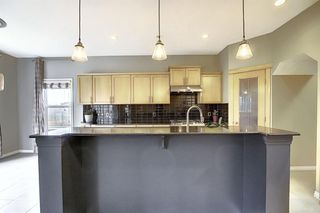 Photo 2: 135 Rockborough Park NW in Calgary: Rocky Ridge Detached for sale : MLS®# A1042290