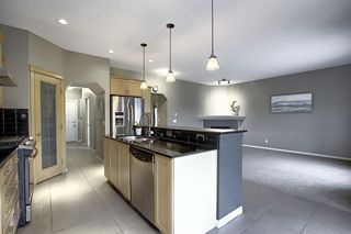 Photo 8: 135 Rockborough Park NW in Calgary: Rocky Ridge Detached for sale : MLS®# A1042290