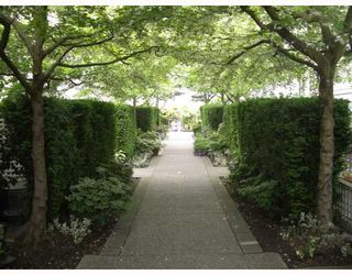 "Photo 1: 106 675 W 7TH Avenue in Vancouver: Fairview VW Condo for sale in ""THE IVY'S"" (Vancouver West)  : MLS®# V697927"