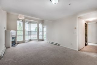 """Photo 4: 303 3128 FLINT Street in Port Coquitlam: Glenwood PQ Condo for sale in """"Fraser Court Terrace"""" : MLS®# R2408224"""