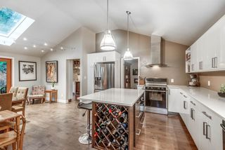 Photo 1: 4081 HOSKINS Road in North Vancouver: Lynn Valley House for sale : MLS®# R2431681