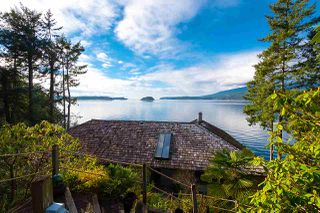 Photo 3: 974 WINDJAMMER Road: Bowen Island House for sale : MLS®# R2460740