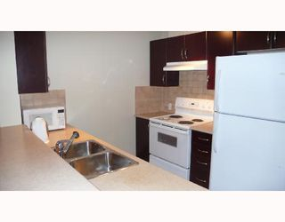 """Photo 3: 902 6659 SOUTHOAKS Crescent in Burnaby: Middlegate BS Condo for sale in """"GEMINI II"""" (Burnaby South)  : MLS®# V684659"""
