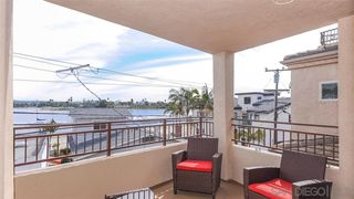 Photo 12: MISSION BEACH House for sale : 3 bedrooms : 820 Kennebeck Ct in San Diego