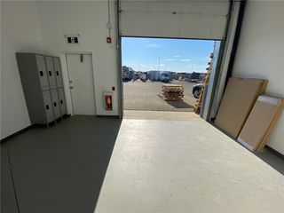 Photo 2: 302 2903 KINGSVIEW Boulevard SE: Airdrie Industrial for lease : MLS®# C4296420