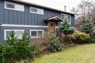 Photo 1: 2029 MAPLE Drive in Squamish: Valleycliffe House for sale : MLS®# R2497272