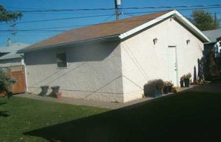 Photo 2: 829 PEAKE Avenue in Winnipeg: Transcona Single Family Detached for sale (North East Winnipeg)  : MLS®# 2618076