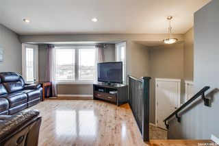 Photo 2: 406 Laycock Crescent in Saskatoon: Stonebridge Residential for sale : MLS®# SK806574