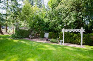 """Photo 33: 2743 COUNTRY WOODS Drive in Surrey: Grandview Surrey House for sale in """"Country Woods"""" (South Surrey White Rock)  : MLS®# R2459680"""