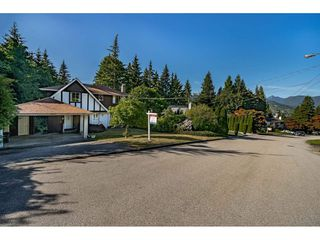 "Photo 3: 914 FRESNO Place in Coquitlam: Harbour Place House for sale in ""HARHOUR CHINES"" : MLS®# R2483621"