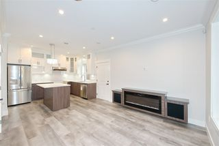 Photo 2: 2238 E 35TH Avenue in Vancouver: Victoria VE House 1/2 Duplex for sale (Vancouver East)  : MLS®# R2498954