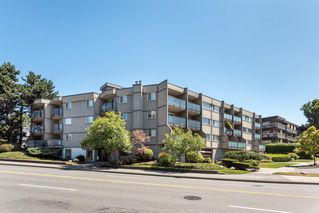 """Main Photo: 304 212 FORBES Avenue in North Vancouver: Lower Lonsdale Condo for sale in """"Forbes Manor"""" : MLS®# R2481316"""