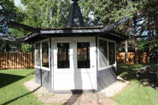Photo 2: 12 QUESNELL Road in Edmonton: Zone 22 House for sale : MLS®# E4212400