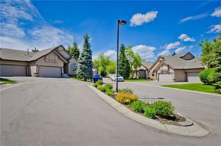 Photo 2: 144 OAKBRIAR Close SW in Calgary: Palliser Semi Detached for sale : MLS®# C4281528