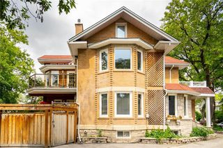 Photo 3: 32 Home Street in Winnipeg: Wolseley Residential for sale (5B)  : MLS®# 202014014