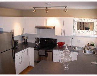 "Photo 5: 203 888 W 13TH Avenue in Vancouver: Fairview VW Condo for sale in ""THE CASABLANCA"" (Vancouver West)  : MLS®# V650167"