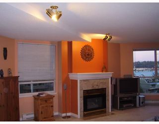 """Photo 3: 806 1185 QUAYSIDE Drive in New_Westminster: Quay Condo for sale in """"THE MANSIONS"""" (New Westminster)  : MLS®# V662539"""