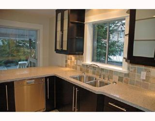 Photo 10: 1152 LILY Street in Vancouver: Grandview VE House for sale (Vancouver East)  : MLS®# V692376