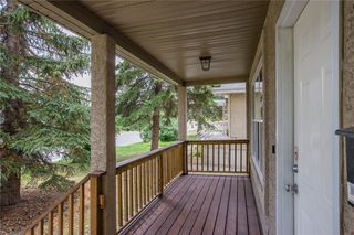 Photo 2: 2417 53 Avenue SW in Calgary: North Glenmore Park Semi Detached for sale : MLS®# C4299772