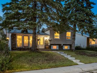 Main Photo: 908 PENSDALE Crescent SE in Calgary: Penbrooke Meadows Detached for sale : MLS®# A1018002