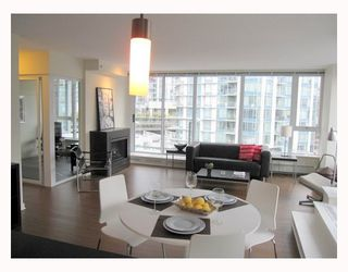 "Photo 3: 806 633 ABBOTT Street in Vancouver: Downtown VW Condo for sale in ""THE ESPANA"" (Vancouver West)  : MLS®# V794342"