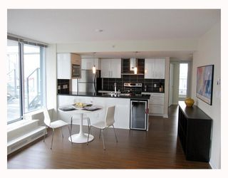 "Photo 2: 806 633 ABBOTT Street in Vancouver: Downtown VW Condo for sale in ""THE ESPANA"" (Vancouver West)  : MLS®# V794342"