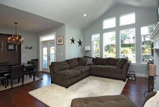 Photo 3: 2176 Harrow Gate in Victoria: Residential for sale : MLS®# 270626