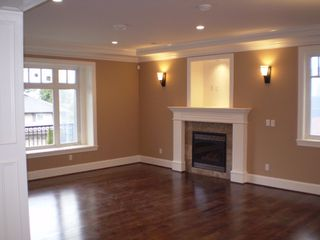 Photo 2: 918 EVERGREEN Place in North_Vancouver: Forest Hills NV House for sale (North Vancouver)  : MLS®# V701261