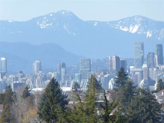 """Photo 2: 706 5790 PATTERSON Avenue in Burnaby: Metrotown Condo for sale in """"REGENT"""" (Burnaby South)  : MLS®# R2445152"""