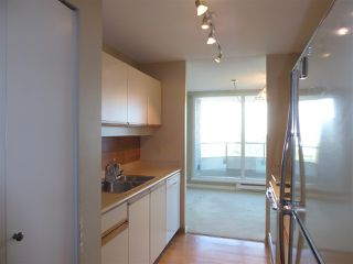"""Photo 12: 706 5790 PATTERSON Avenue in Burnaby: Metrotown Condo for sale in """"REGENT"""" (Burnaby South)  : MLS®# R2445152"""