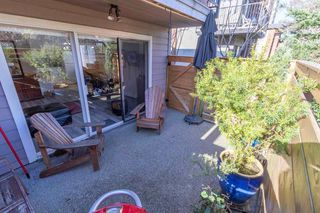 Photo 1: 2 137 E 5TH Street in North Vancouver: Lower Lonsdale Condo for sale : MLS®# R2445542