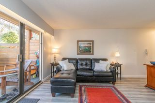 Photo 5: 2 137 E 5TH Street in North Vancouver: Lower Lonsdale Condo for sale : MLS®# R2445542