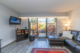 Photo 3: 2 137 E 5TH Street in North Vancouver: Lower Lonsdale Condo for sale : MLS®# R2445542