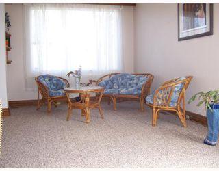 Photo 3: 206 HAMPTON Street in WINNIPEG: St James Single Family Detached for sale (West Winnipeg)  : MLS®# 2717433