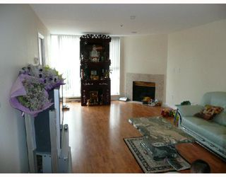 Photo 2: 304 7700 GILBERT Road in Richmond: Brighouse South Condo for sale : MLS®# V703819