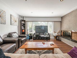 Photo 2: 998 Karen Cres in : SE Quadra House for sale (Saanich East)  : MLS®# 859390