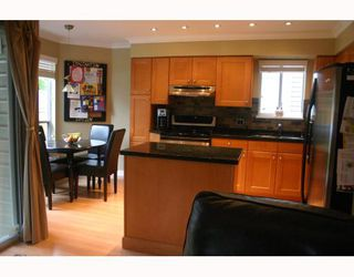 Photo 3: 1070 HENDECOURT Road in North Vancouver: Lynn Valley House for sale : MLS®# V795932