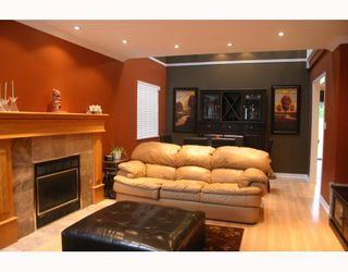 Photo 2: 1070 HENDECOURT Road in North Vancouver: Lynn Valley House for sale : MLS®# V795932