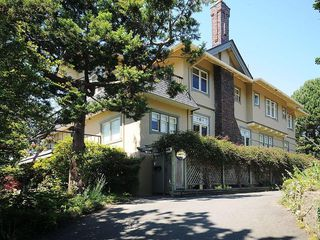 Photo 1: 1392 Rockland Ave in Victoria: Residential for sale (203)  : MLS®# 283459