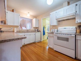 "Photo 4: 7980 COOPER Road in Halfmoon Bay: Halfmn Bay Secret Cv Redroofs House for sale in ""WELCOME WOODS"" (Sunshine Coast)  : MLS®# R2427808"