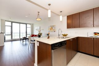 Photo 9: 2209 280 ROSS Drive in New Westminster: Fraserview NW Condo for sale : MLS®# R2465378