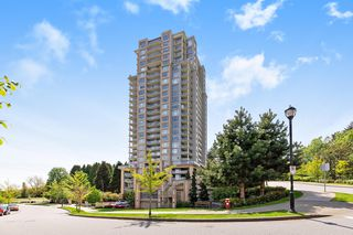 Photo 1: 2209 280 ROSS Drive in New Westminster: Fraserview NW Condo for sale : MLS®# R2465378
