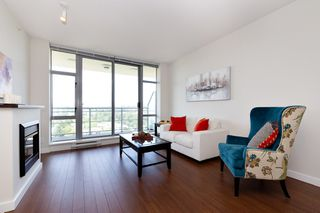 Photo 2: 2209 280 ROSS Drive in New Westminster: Fraserview NW Condo for sale : MLS®# R2465378