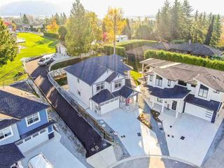 Photo 1: 7770 Deerfield Street in Mission: Mission BC House for sale : MLS®# R2437590