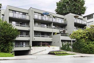"Main Photo: 406 2119 BELLEVUE Street in West Vancouver: Dundarave Condo for sale in ""Bellevue Gardens"" : MLS®# R2470627"