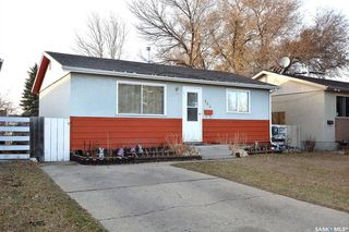 Photo 3: 869 Macklem Drive in Saskatoon: Massey Place Residential for sale : MLS®# SK837532